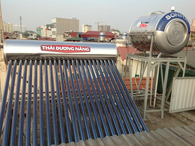 Bồn nước inox Sơn Hà đặt trên khung giá sắt thép